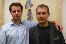 Lukáš Malina (vlevo) a Michal Malina na vernisáži v Galerii Vladimíra Hrocha v Klubu Kultury v Uherském Hradišti.