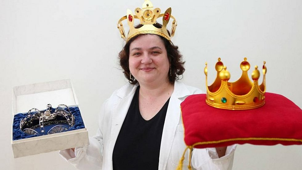 Tři korunky Zlatého Ámose získala v roce 2013 učitelka Růžena Hlůšková ze ZŠ U Pálenice v Kunovicích.