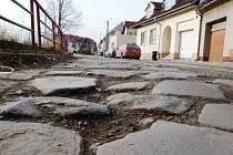 Toto je současný nevyhovující stav ulice Moravní nábřeží.