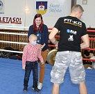 Boxerská akce ve Starém Městě měla své charitativní poslání. Pro malého Lukáška z Mařatic, který bojuje s leukémií vybrali boxeři něco málo přes čtyřicet tisíc korun.