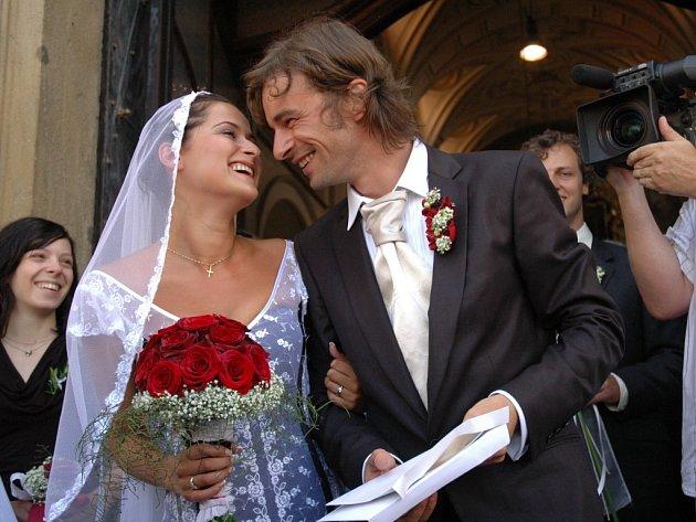 Novomanželé již po svatební obřadu.