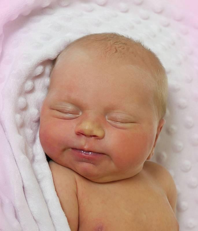 Stela Bruštíková, Uherské Hradiště, narozena 15. července 2021 v Uherském Hradišti, míra 52 cm, váha 4010 g