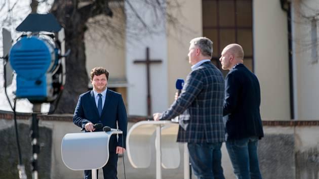 Slovácké Velikonoce na televizní obrazovce. Pořad Sečteno ČT vysílaný z Vlčnova.