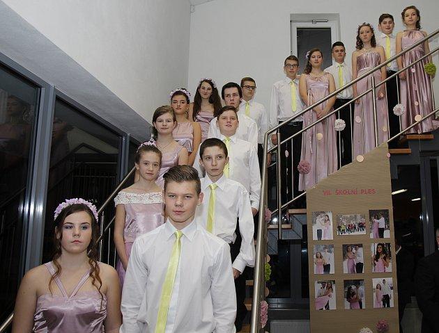 Na 370 návštěvníků zavítalo v sobotu večer 4. února do haly kultury a sportu v Březové, aby si užilo tamního v pořadí už 7. školního plesu.