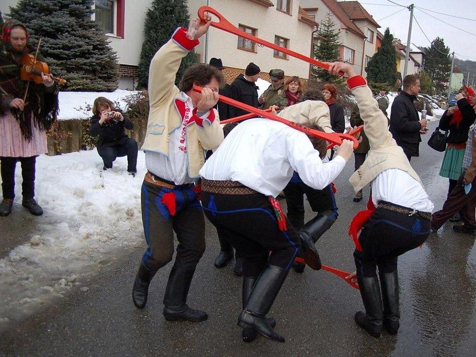 I v Míkovicích tančili Pod šable.