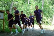 Fotbalisté 1. FC Slovácko zahájili přípravu na novou sezonu výběhem v Kunovském lese.