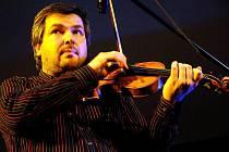 Originálnímu seskupení patřila ve čtvrtek 15. dubna večer hradišťská Reduta. Vystoupilo tam slovensko-moldavské Pacora Trio.
