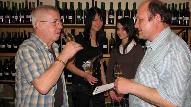 Košt vína v Tupesích.