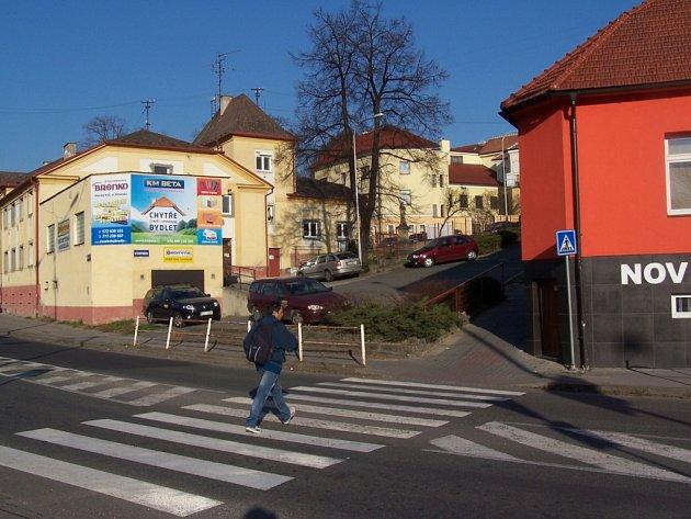 Přechod pro chodce v ulici Pod Valy.