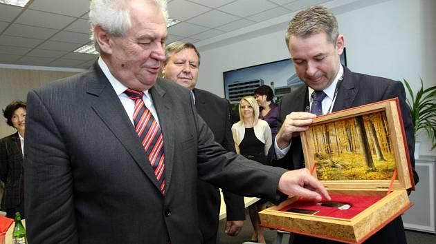 Návštěva prezidenta Miloše Zemana v České Zbrojovce v Uherském Brodě.