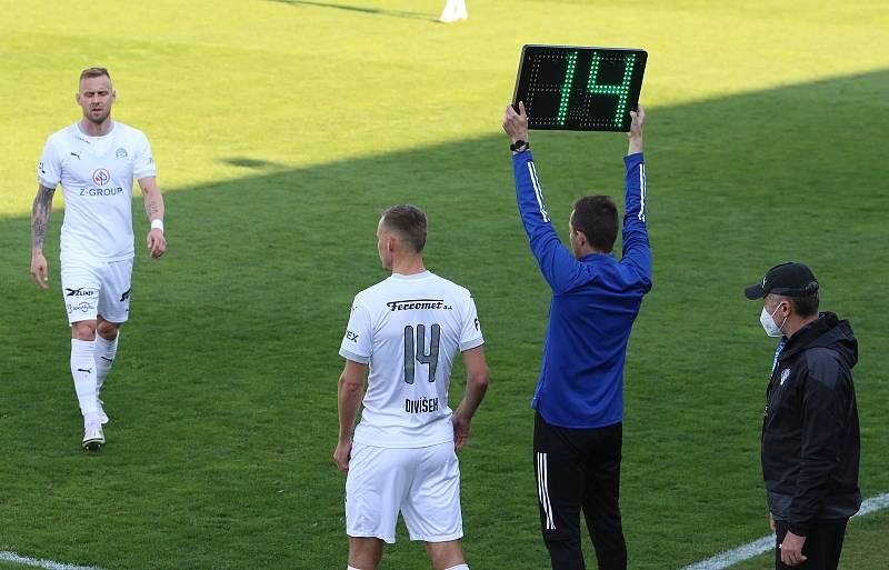Fotbalisté Slovácka (bílé dresy) ve 30. kole FORTUNA:LIGY vyzvali Mladou Boleslav.