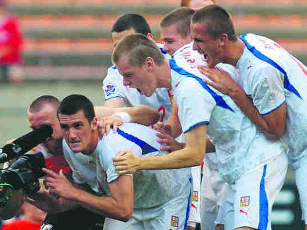 Čeští fotbalisté do 20 let vyslali svoji radost z postupu do finále do světa prostřednictvím pokřiku do televizní kamery.