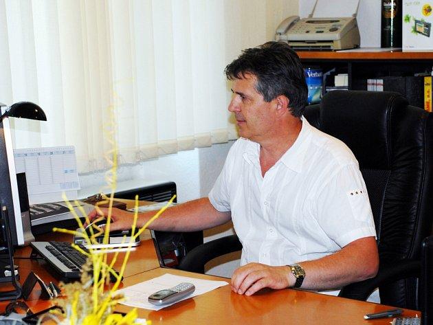 Majitel reklamního studia Ivan Štěrba věnuje většinu svého času své firmě.