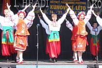 Folklorní soubory z Rumunska, Ukrajiny, Chorvatska, Lotyšska a z Maďarska se v rámci festivalu Kunovské léto představily na Masarykově náměstí.