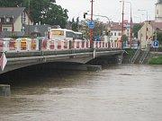 Stav řeky Moravy v Uh. Hradišti v pondělí 17. května okolo 18. 00. Moravní most.