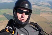 Teprve v vzduchu zažívá David Kusák tu pravou svobodu.
