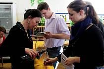 Na výstavě vín v Kudlovicích mohli lidé okoštovat 319 vzorků vín.