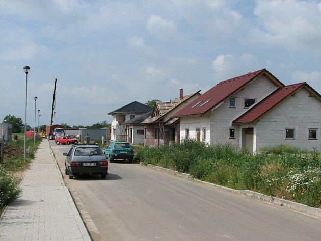 V babické místní části Třeskovice vyrůstá 12  nových domů.