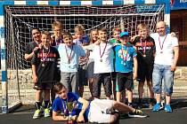 Mladší žáci Slovácké Slavie Uherské Hradiště vyhráli házenkářský turnaj v Sokolnici.