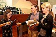 Vbuchlovické restauraci mohli vsobotu návštěvníci okoštovat 108 vzorků pálenek od vystavovatelů zregionu pod Buchlovem, ale také ze Zlína a Pardubic.