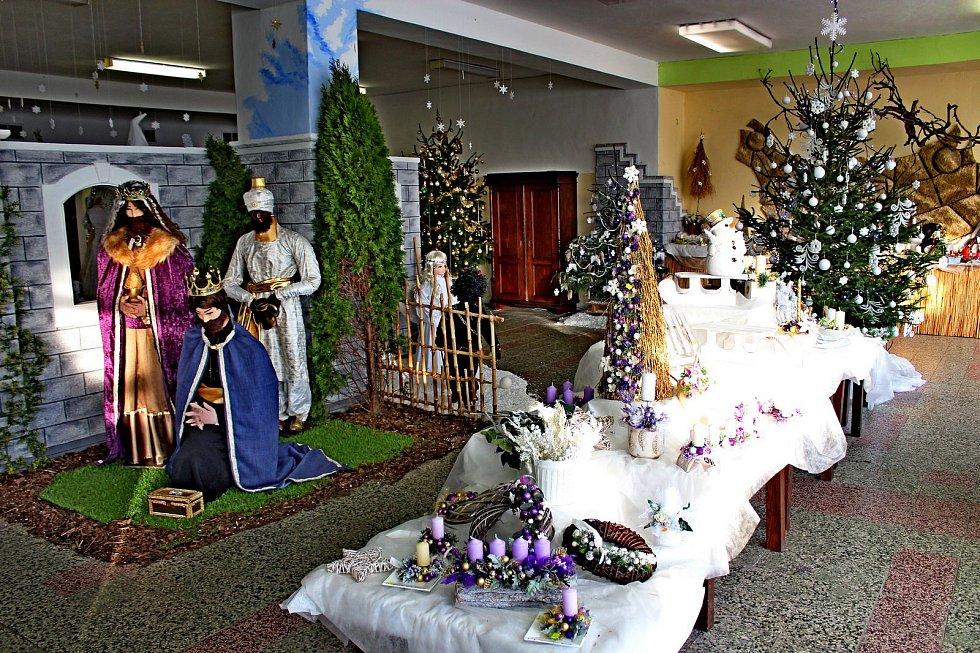 Výstava adventních dekorací v Jalubí je pro návštěvníky inspirací .