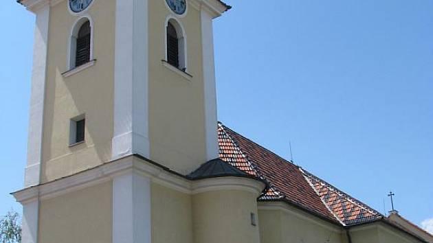 Kostel svatého Petra a Pavla v Kunovicích.