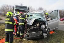 U obce Nedakonice na Uherskohradišťsku se střetla dodávka s nákladním autem.