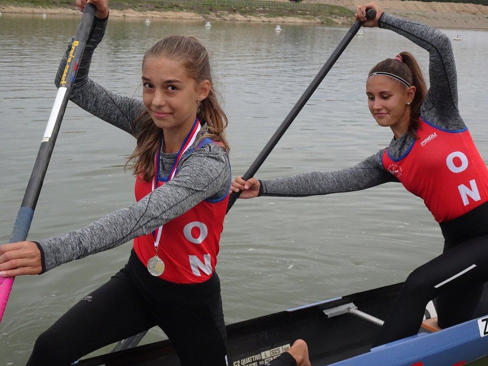 Olympijské naděje z Ostrožské Nové Vsi Simona Andrýsková a Klára Studničková si poslední srpnový víkend dojely v pohárovém závodě v Račicích pro stříbro a bronz.