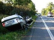Zatímco mladík vyvázl z nehody jen s drobným poraněním, řidič octavie, do které narazil, skončil s těžkým zraněním v nemocnici.