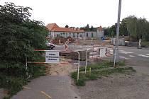 Výstavba kruhového objezdu na brodském náměstí Svobody omezí pouť. Nejasnosti ve značení matou řidiče