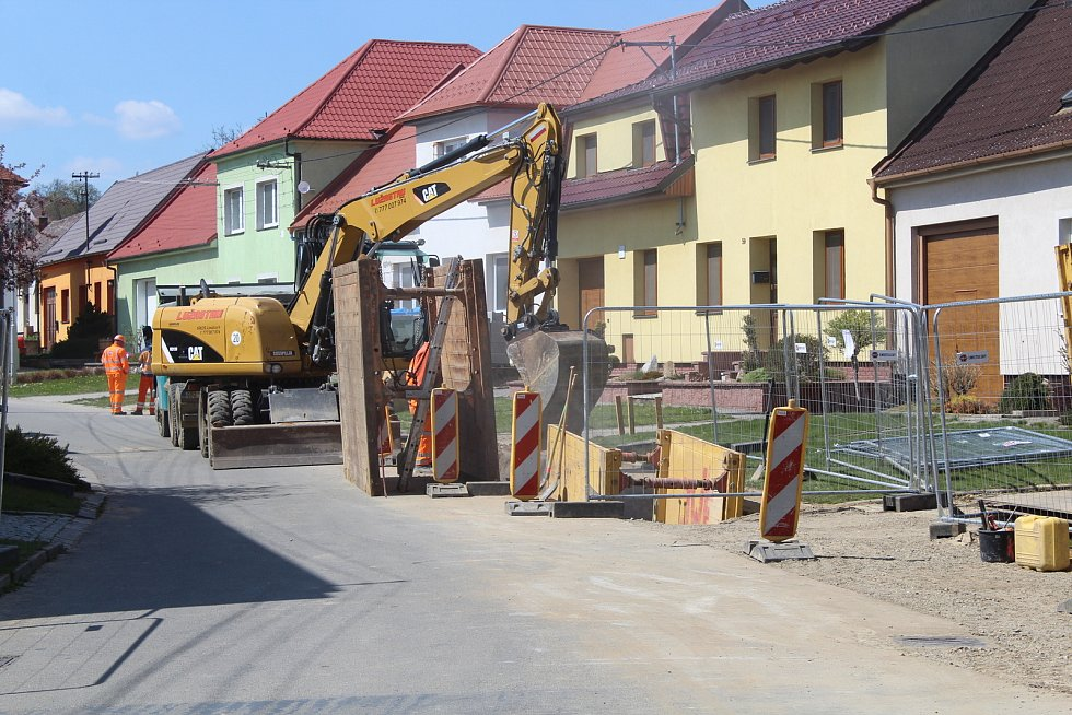 Stavba kanalizačního sběrače ve Vážanech.