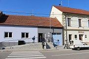 Po roce a půl se mohou místní obyvatelé Veletin opět těšit z otevření potravin přímo uprostřed obce.