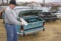 Vrakoviště starých automobilů.