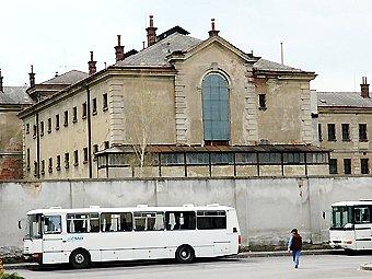 Objekt bývalé věznice nedaleko centra Uherského Hradiště je v žalostném stavu.
