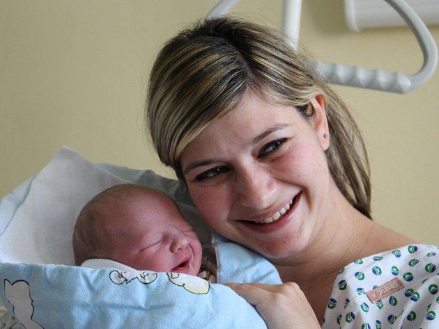 Prvním dítětem roku 2015 na Uherskohradišťsku je Tomáš Indra. Jeho mamince Evě Indrové osobně poblahopřál radní Zlínského kraje Lubomír Nečas.