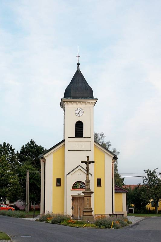 Prohlídka obce Babice. Kostel sv. Cyrila a Metoděje.