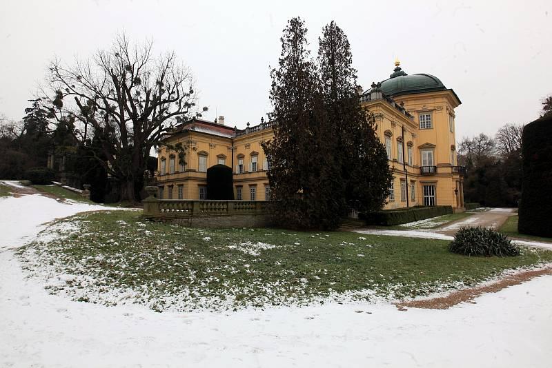 Tradičním zimním úklidem se v těchto dnech chystá na prohlídkovou sezonu státní zámek Buchlovice.