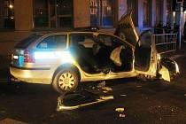 Ve čtvrtek večer se srazilo policejní auto s fiatem na hlavní křižovatce v Uherském Hradišti.