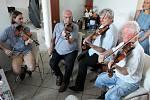 František Hamada (druhý zleva) na oslavách svých 103. narozenin