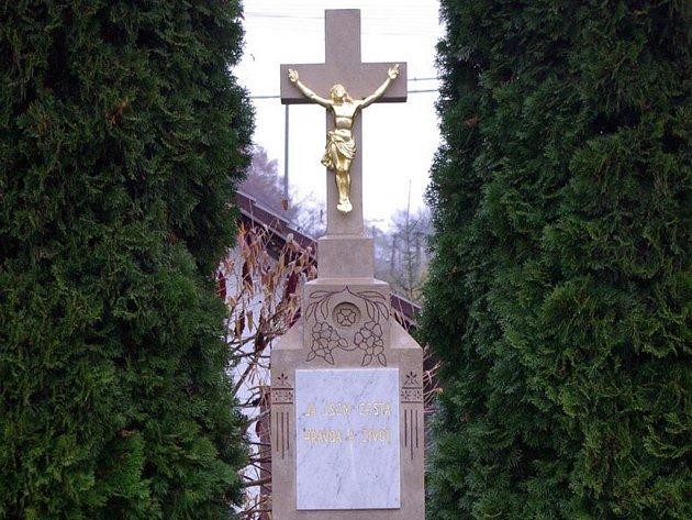Kříž v Břestku po rekonstrukci