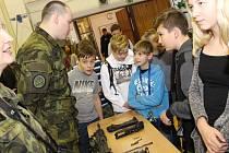 Přípravy občanů k obraně státu aneb POKOSu se zúčastnily ve středu 21. listopadu také děti uherskohradišťské Základní školy UNESCO.