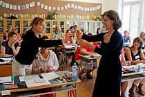 Velehradskou základní školu obsadilo na čtyři dny osmdesát šest učitelek a jeden kantor z různých končin Česka.