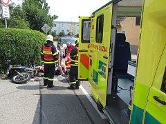 Motocyklista ve Starém Městě na ulici Velehradská nezvládl řízení a havaroval.