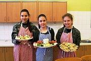 Tým Lalenky ze Základní školy TGM v Otrokovicích byl vybrán v kategorii 2. stupeň ZŠ. Laura, Leona a Natálka zaujaly s pohoštěním Veselý had v lese.