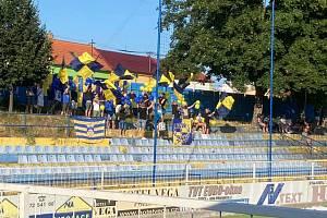 Fanoušci při pohárovém zápase ve Starém Městě vytvořili fotbalistům skvělou kulisu.