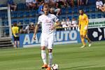 Fotbalisté Slovácka (v bílých dresech) nastoupili proti Olomouci i s bývalým reprezentantem Michalem Kadlecem.