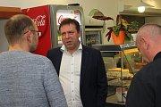 Slavit a otevírat šampaňské mohla základna ODS Zlínského kraje, která se na výsledky voleb přesunula do komunitního Cafe 21 v Uherském Hradišti. Lídr kandidátky Stanislav Blaha se totiž stal poslancem.