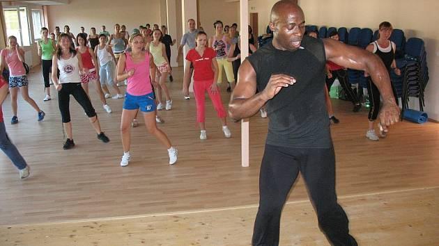 Uznávaný fitness instruktor Charles Burton
