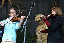 Jarmark doprovodila vystoupení umělců různých žánrů, na snímku folková kapela Děvčice.