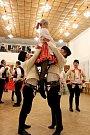 Nejen při moravské besedě vynikly vKudlovicích pestrobarevné slavnostní lidové oděvy tanečnic a tanečníků.